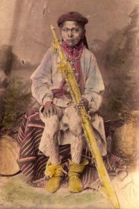 Studio-Aufnahme eines Mescalero-Knaben, ca. 1885