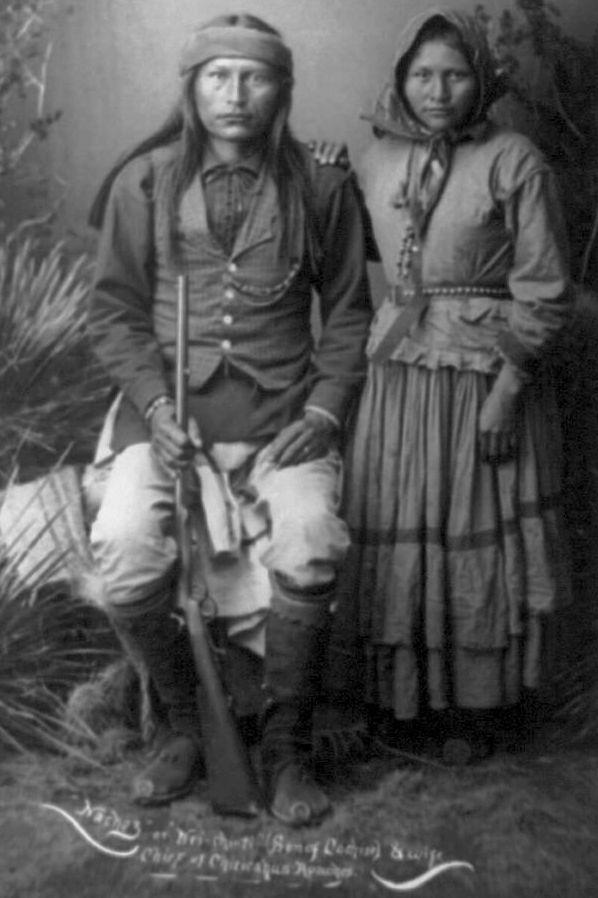 Naiche, Sohn von Cochise, mit seiner Ehefrau Nadeyole